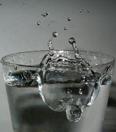 מים זכים – כדאי להקפיד על שתייה של כ־9 כוסות מים ביום. בימים חמים וכאשר עושים פעילות גופנית חשוב להקפיד לשתות מים גם כשלא חשים צמא.