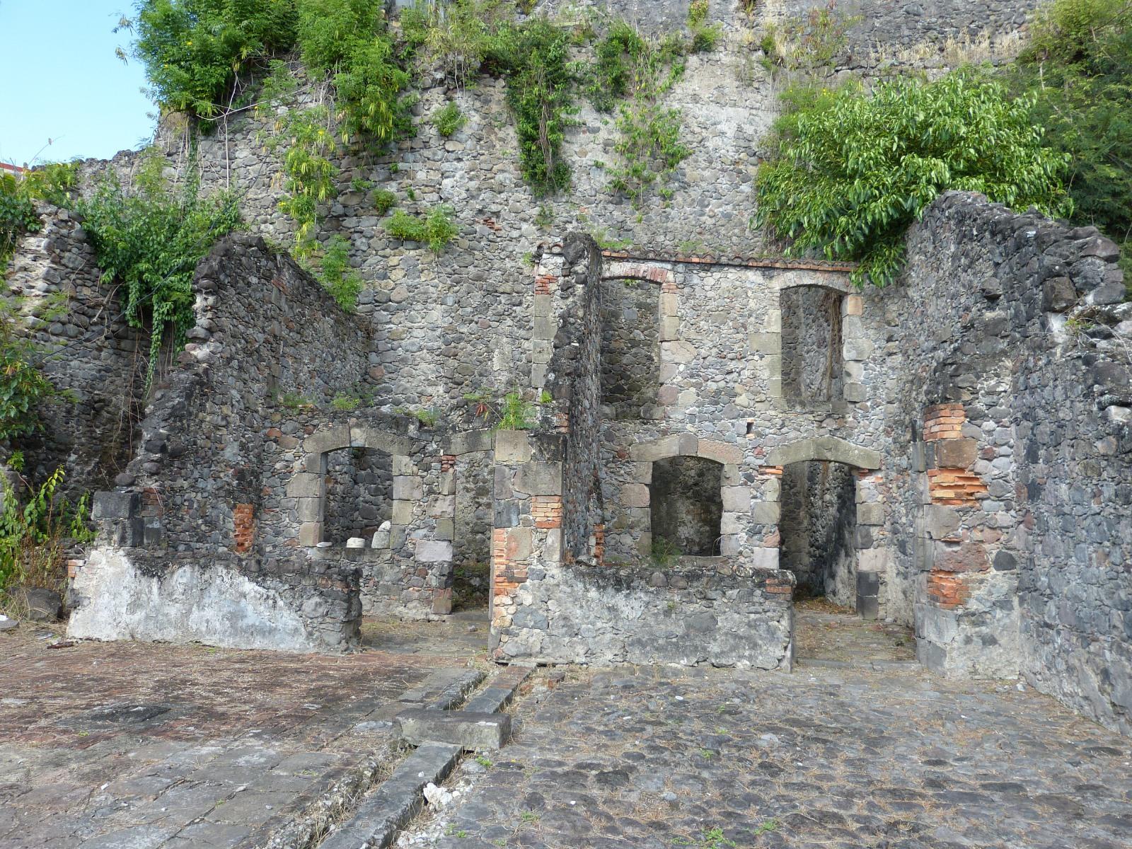 שרידי בניינים מהעיר סנט פייר