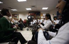 תזמורת של ילדים פלסטינאים מנגנת בפני ניצולי שואה בחולון כחלק מפעילויות
